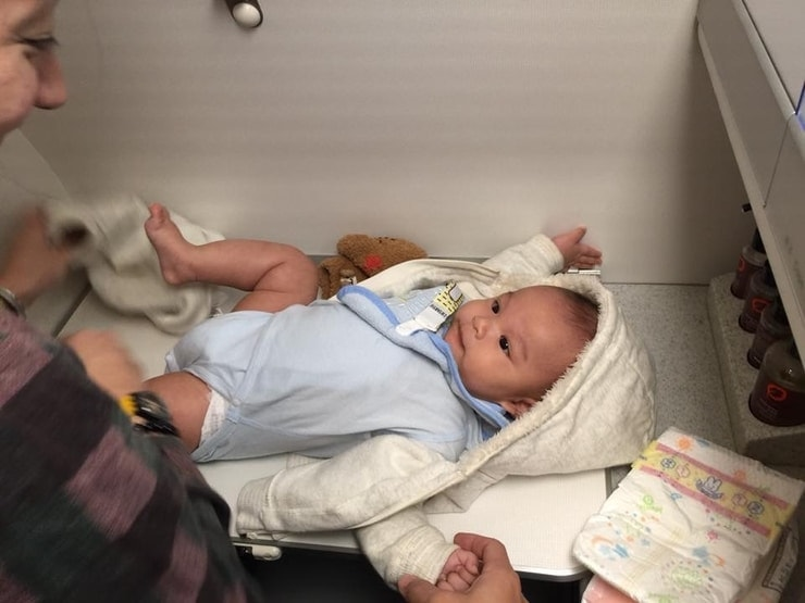 changing baby on plane
