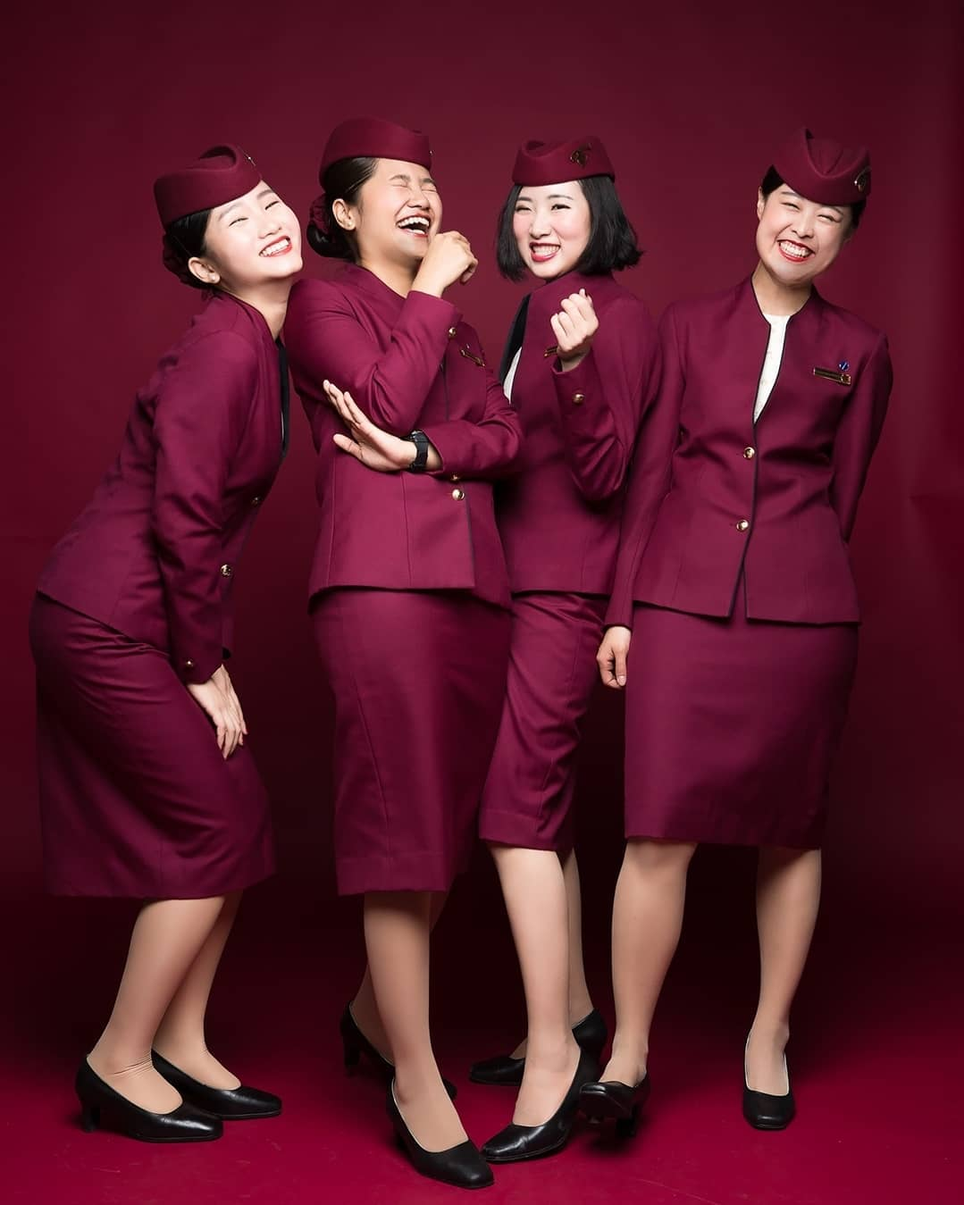 qatar 4 cabin crew women in uniform